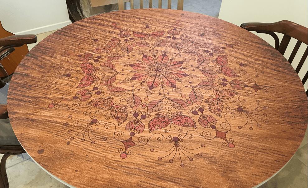 מפה פי וי סי עגולה דגם מנדלה רקע עץ