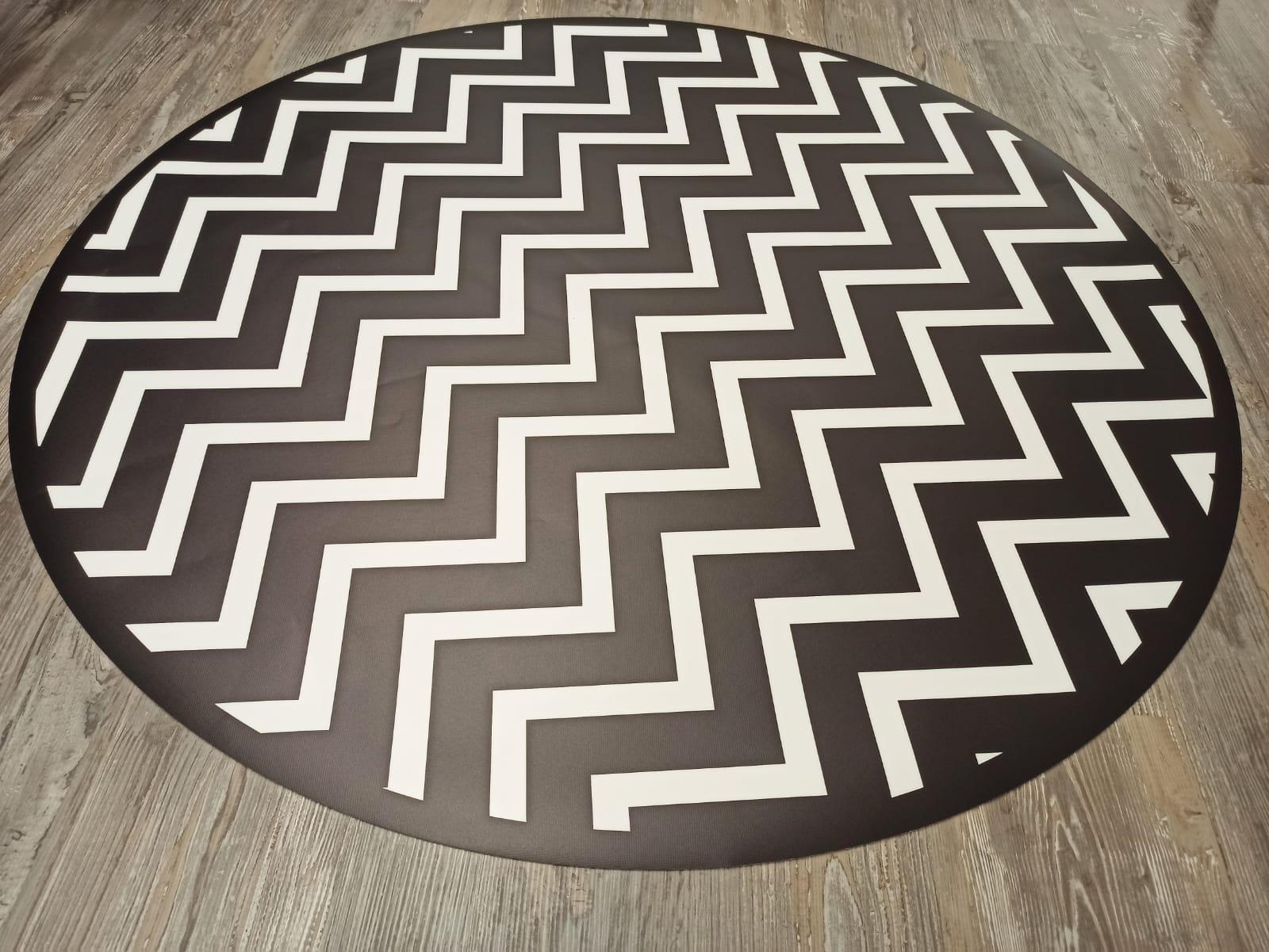 שטיח עגול זגזג שחור ולבן